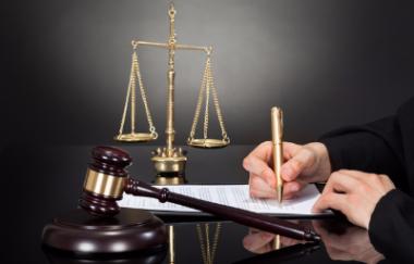 порушення гарантій адвокатської діяльності